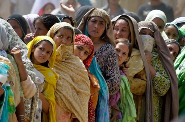 巴基斯坦女子因持有手机被叔父兄弟投石处死