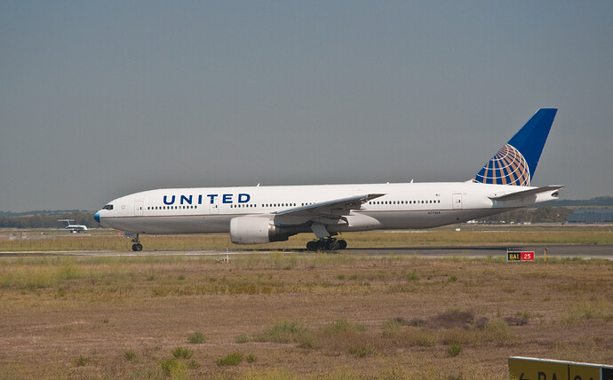 United_Airlines_Boeing_777–200_N771UA_Fiumicino_Airport
