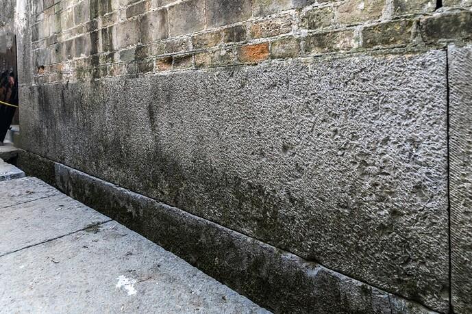 大青石块墙下碱-02