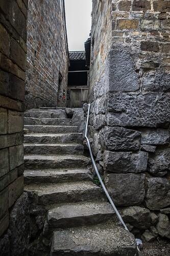 石凿巷道台阶照